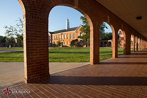 Desktop wallpaper of UL Lafayette's Stephens Hall seen through the Walk of Honor arches