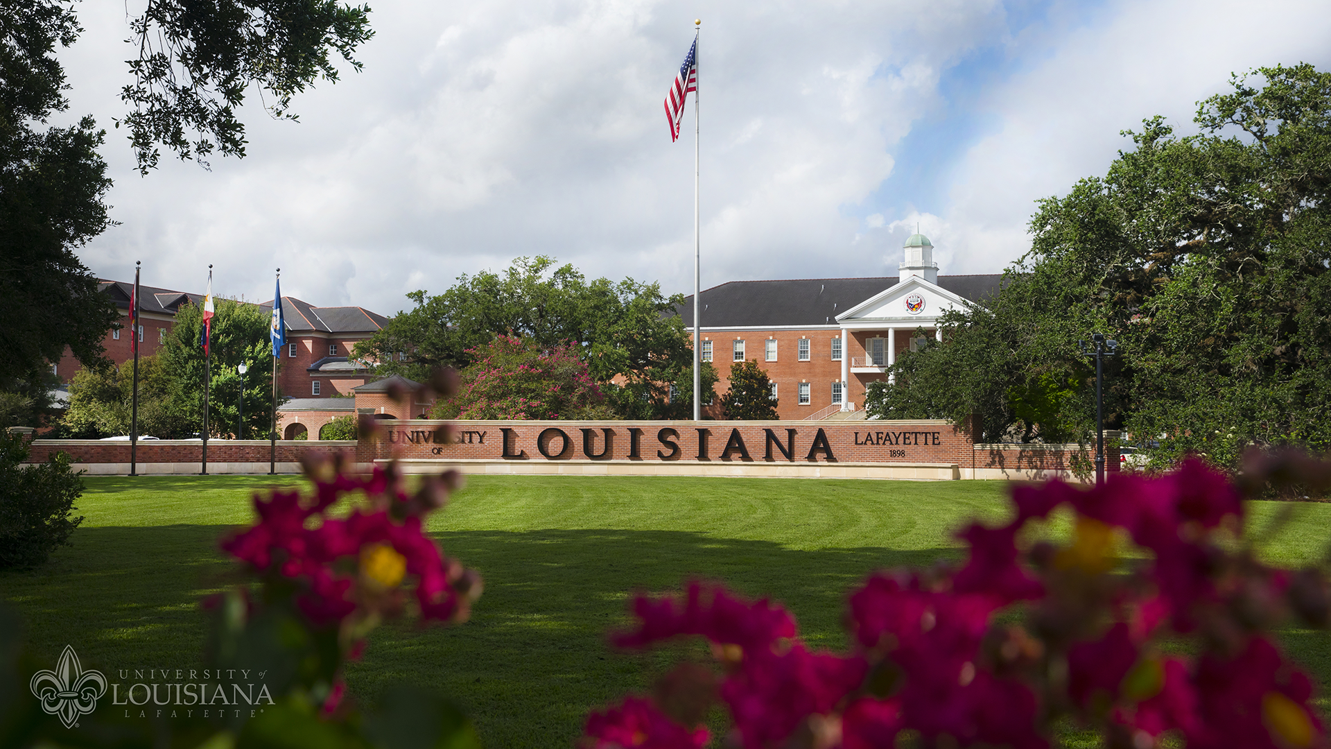 Image of the Louisiana Welcome Wall in front of UL Lafayette's Martin Hall.